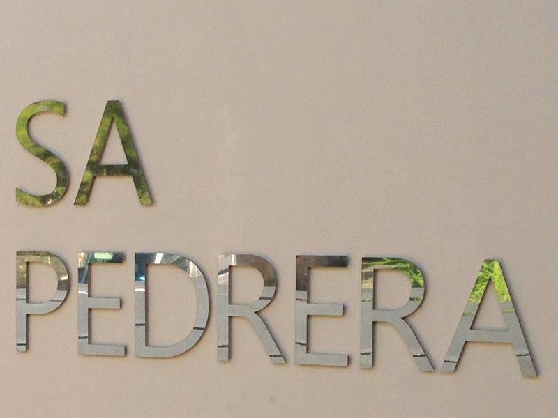 Letra sobre fachada